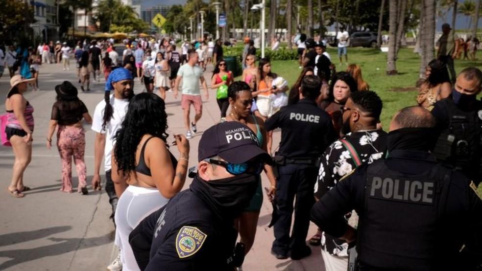 O governo local aumentou o policiamento em Miami Beach nas semanas do 'spring break' — Foto: Reuters