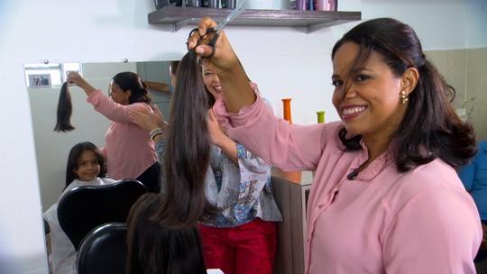 Estudante dá exemplo de solidariedade e deixa o cabelo crescer para doá-lo