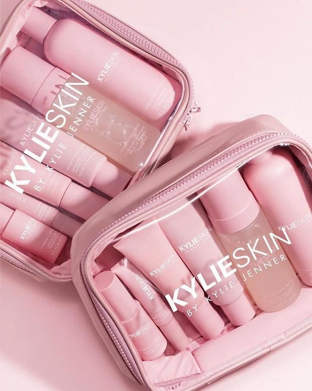 Produtos da Kylie Skin, linha de cosméticos veganos criada pela empresária Kylie Jenner (Foto: Reprodução/Instagram)