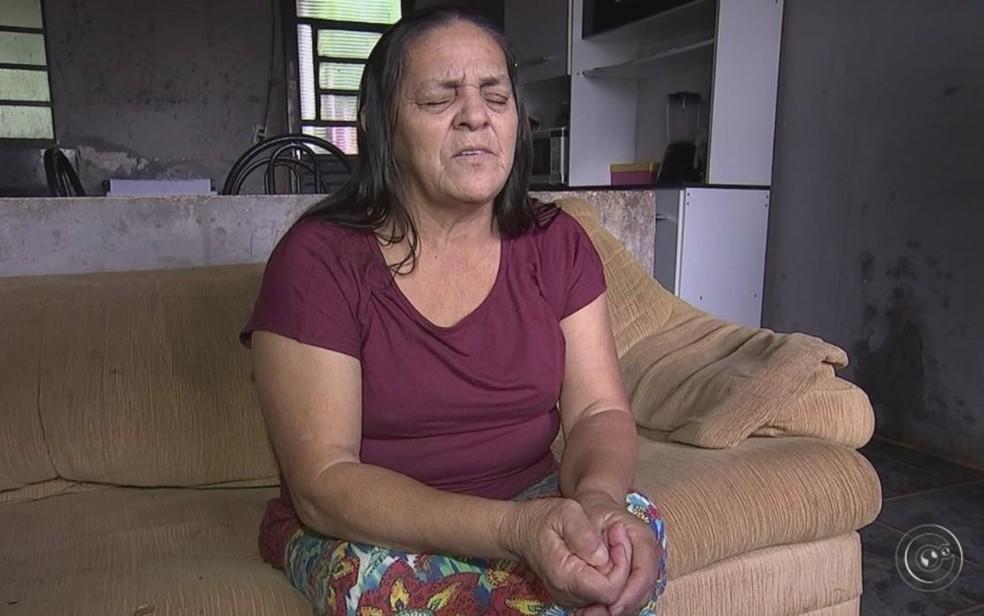 Aposentada Maria Paulino da Silva não enxerga há 12 anos (Foto: Reprodução/ TV TEM)