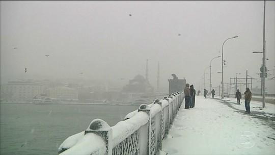 Forte nevasca provoca cancelamento de mais de 600 voos na Turquia