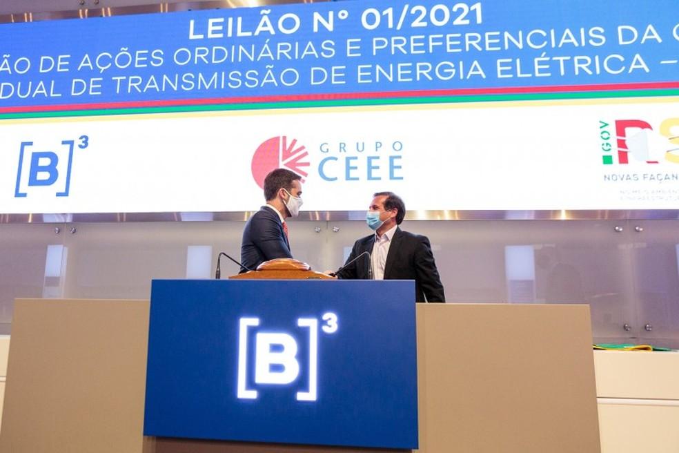 Governador Leite e Gustavo Estrella, presidente da CPFL Energia — Foto: Gustavo Mansur / Palácio Piratini