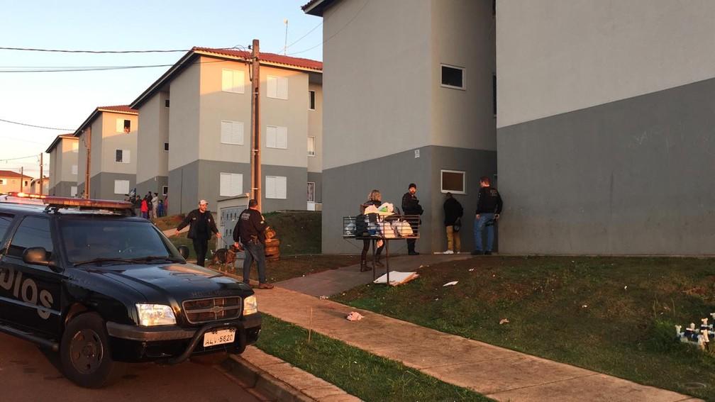 Ordens judiciais estão sendo cumpridas no condomínio Rivieira, em Cascavel  — Foto: Fernando Lopes/RPC Cascavel