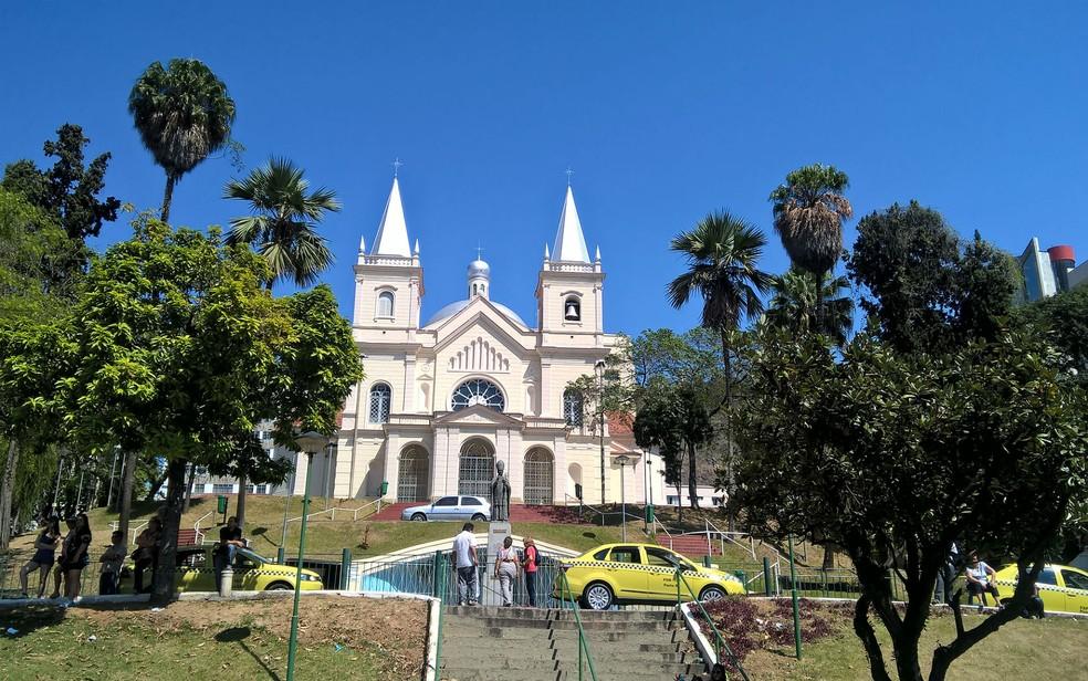 Donativos para a campanha do Grupo Anjos da Misericórdia devem ser entregues na recepção da Catedral Metropolitana — Foto: Roberta Oliveira/G1