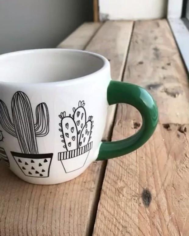 Lembrancinhas com plantas: Opte por uma caneca com desenho de plantas (Foto: Pinterest/Reprodução)