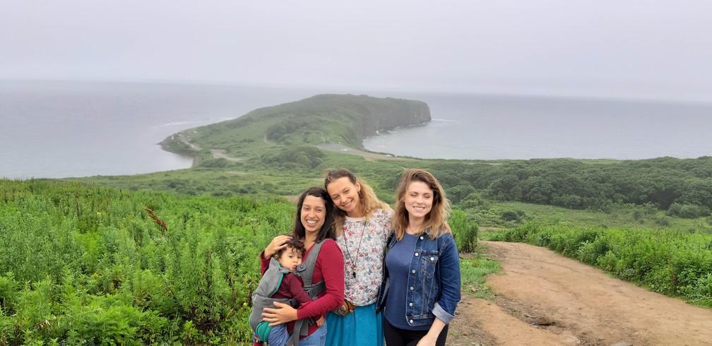 Gabriela e amigas russas que fez em Vladivostok, no extremo leste da Rússia. — Foto: Arquivo pessoal/Gabriela Antunes