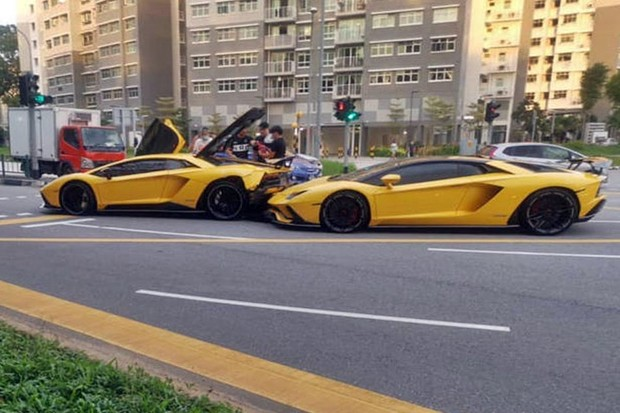 Acidente entre Lamborghini Aventador S  (Foto: Reprodução  )