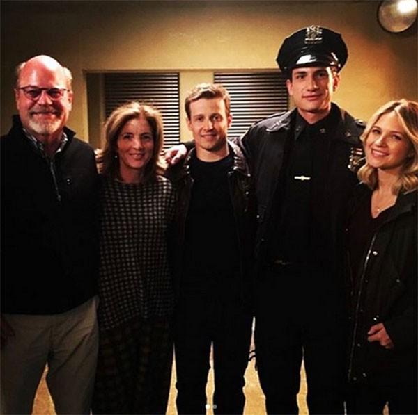 John Schlossberg, neto de John F. Kennedy, com o elenco de Blue Bloods (Foto: Instagram)
