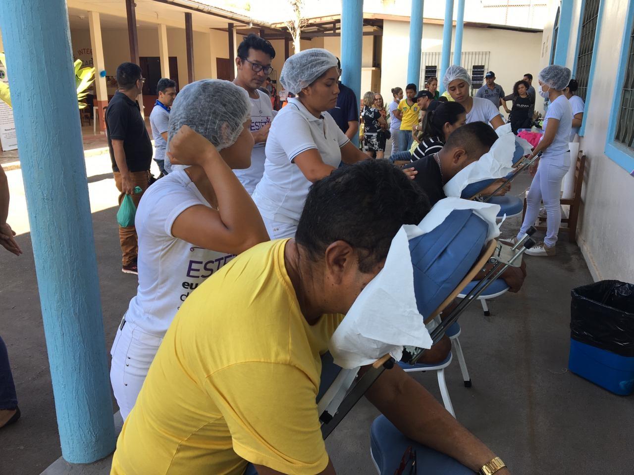 Cerca de 370 pessoas buscam por massagens e cortes de cabelo na 'Ação dos Bandeirantes', no AP - Notícias - Plantão Diário
