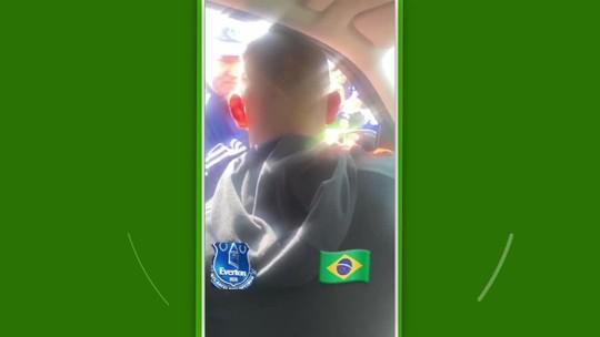 Popstar? Richarlison distribui simpatia e autógrafos a torcedores do Everton