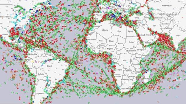 O AIS permite conhecer a posição de grandes navios em tempo real (Foto: MARINE TRAFFIC/BBC)