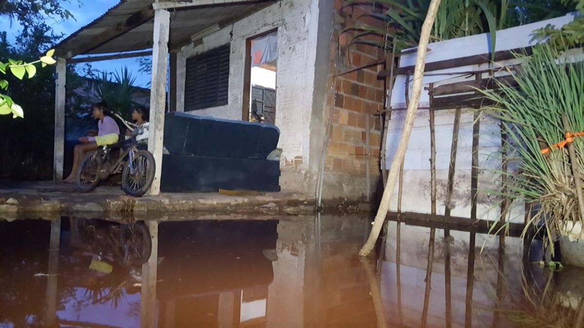 Chuva derruba quase 8°C da temperatura e ventos atingem 62 km/h em Corumbá, MS