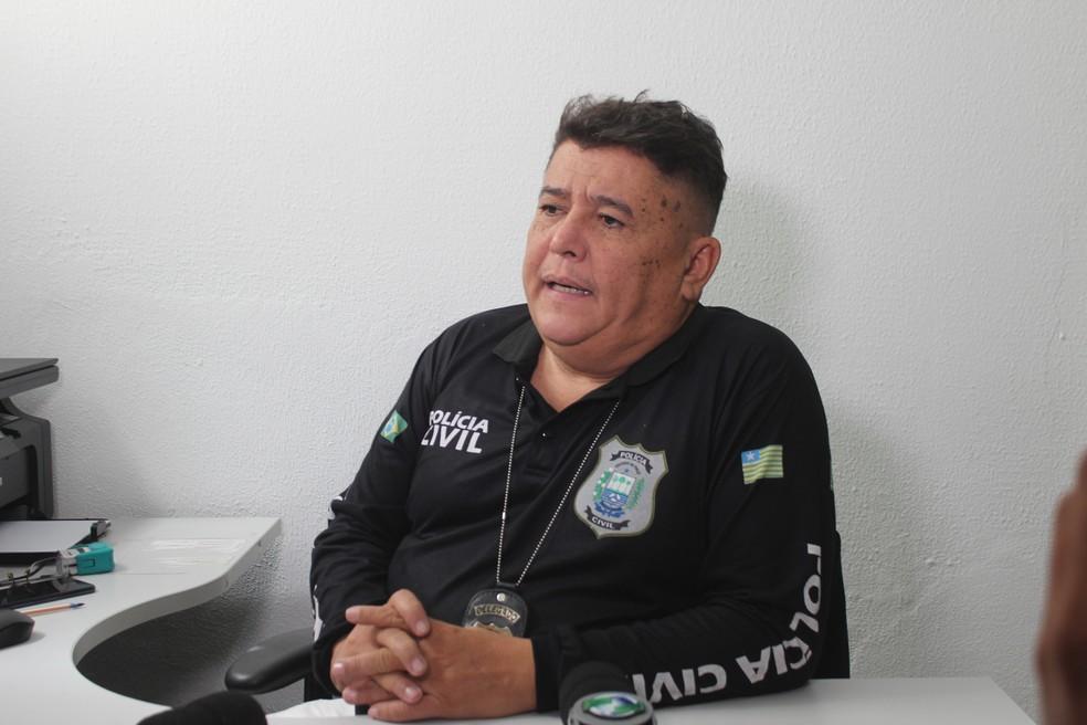 Delegado Sérgio Alencar, titular do 1º Distrito Policial, investiga o caso — Foto: Gilcilene Araújo/G1