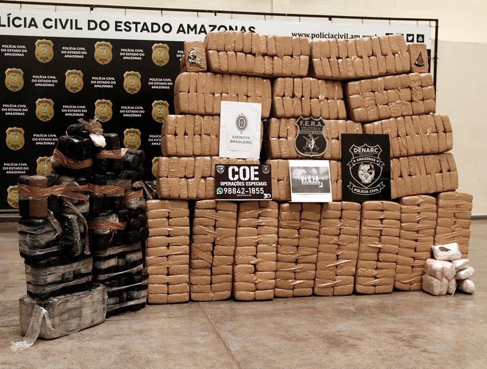 Três suspeitos de integrar quadrilha de tráfico de drogas são presos com 800 quilos de maconha, no Amazonas