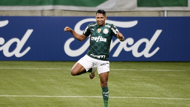 Rony comemora gol do Palmeiras contra o Independiente del Valle