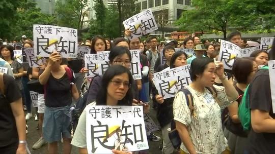 Cerca de 22 mil professores fazem protesto nas ruas de Hong Kong