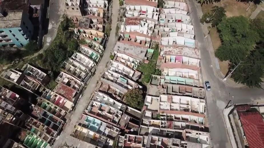 Bairros de Maceió afetados por rachaduras acumulam ruínas e ruas abandonadas