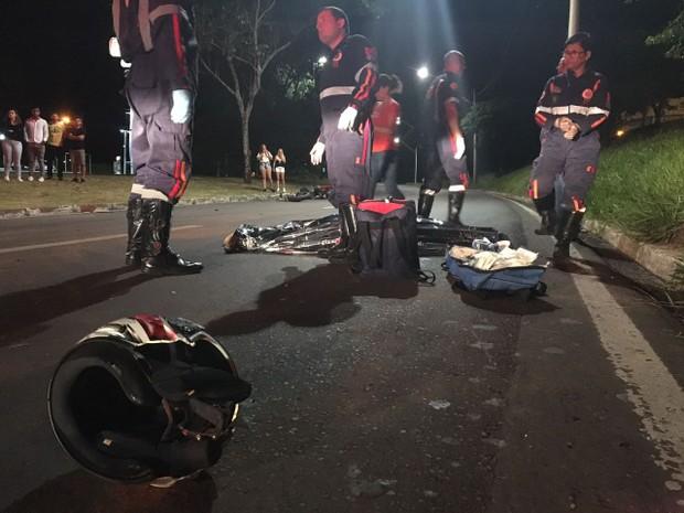 Motociclista morreu no local (Foto: Ricardo Missão/TV TEM)