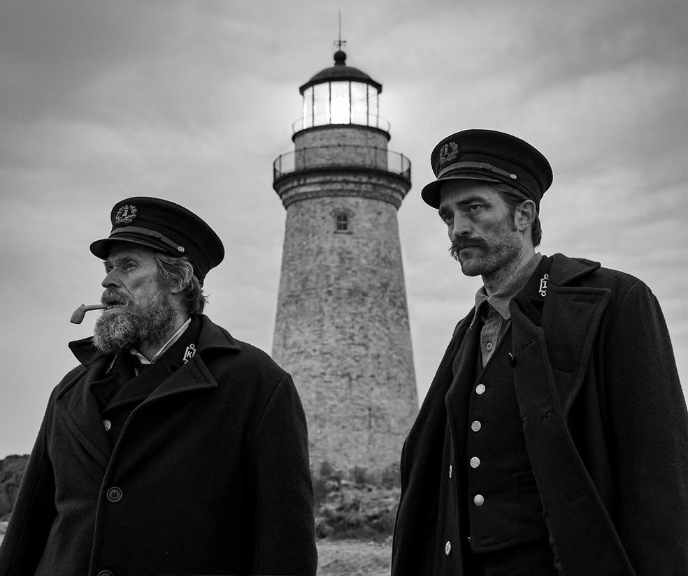 """Robert Pattinson e Willem Dafoe estrelam o terror psicológico """"O Farol"""" — Foto: Divulgação"""
