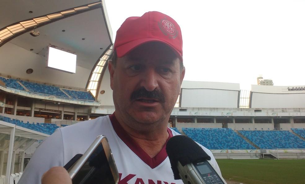 Técnico acredita que Danilo terá condição de jogo no sábado diante da Aparecidense-GO  (Foto: Leonardo Erys/GloboEsporte.com)