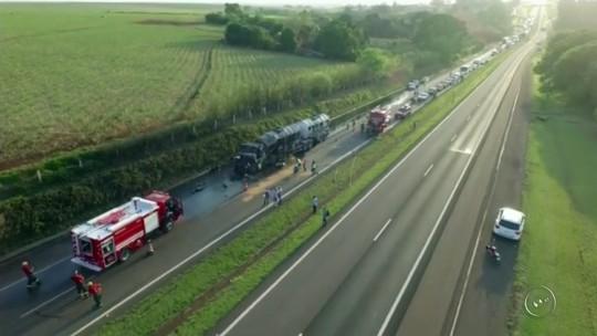 Acidente com dois caminhões provoca vazamento de biodiesel e interdita rodovia