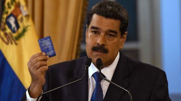 Maduro afirmou que Guaidó deve responder à Justiça após desobedecer proibição de deixar o país (Foto: Getty Images via BBC News)