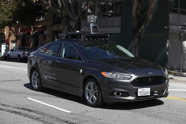 Veículo autônomo da Uber roda em São Francisco pouco tempo depois de acidente envolvendo um carro da companhia em março (Foto: Getty Images)