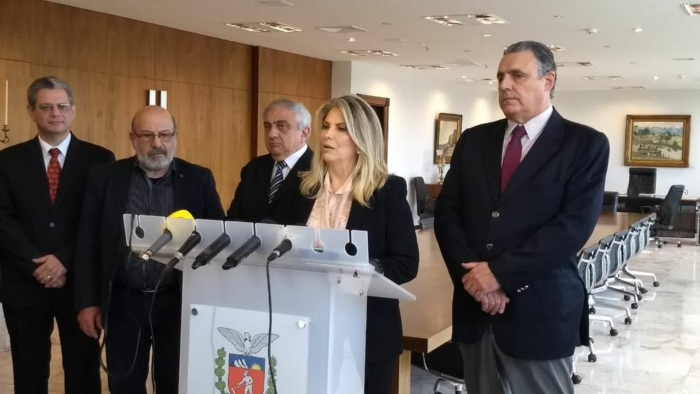 Governadora do Paraná, Cida Borghetti, informou que concessionárias foram notificadas nesta segunda-feira (11) (Foto: João Salgado/ RPC Curitiba)