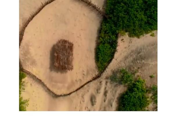 O surfista disse ainda que eles andavam quilômetros desde seus acampamentos até a área de provas (Foto: Reprodução)
