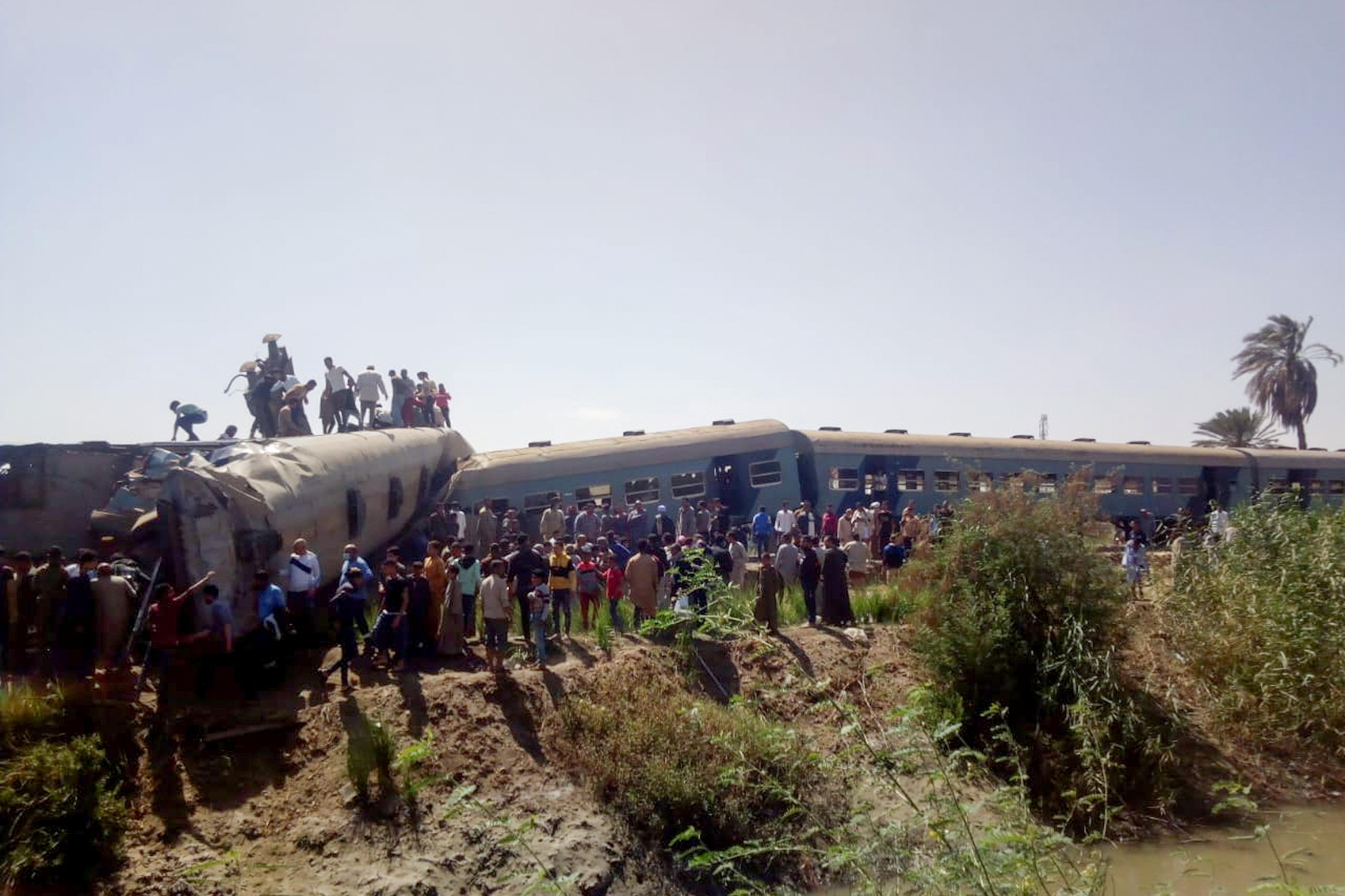 Maquinista e assistente envolvidos em acidente de trem no Egito que matou 19 não estavam na cabine de composição
