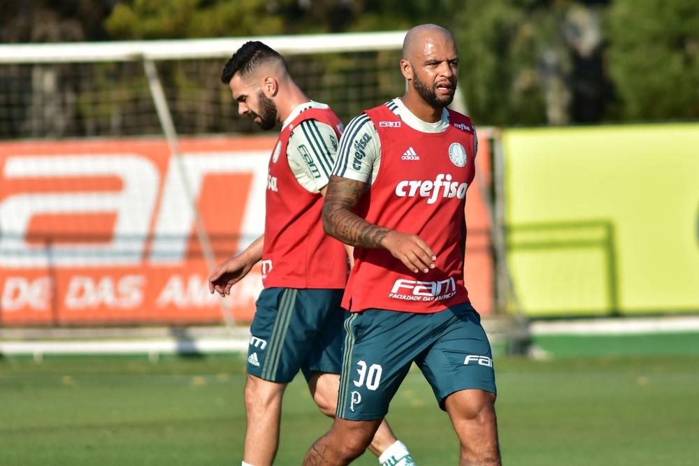 Palmeiras treina com reservas, suspensos e Felipe Melo na Academia de Futebol