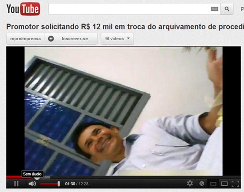 Vídeo de denúncia mostrava promotor cobrando R$ 12 mil de empreiteiro em Parnamirim, RN — Foto: Reprodução/YouTube