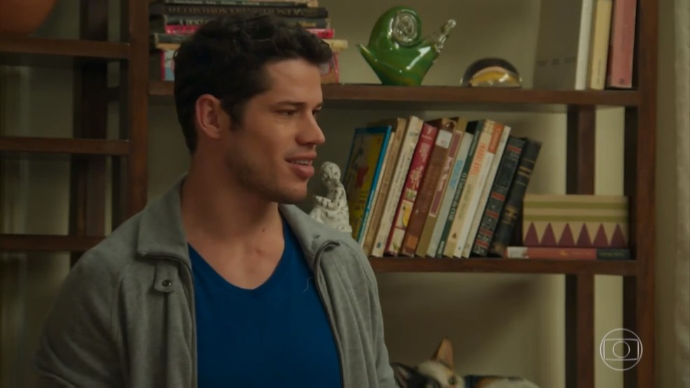 Adônis (José Loreto) fica emocionado quando Shirlei (Sabrina Petraglia) mente para protegê-lo - 'Haja Coração' — Foto: Globo