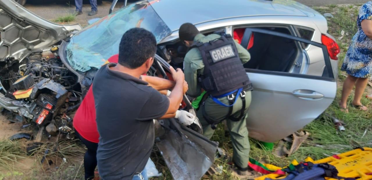 Acidente entre quatro carros deixa um morto e seis feridos na BA-099