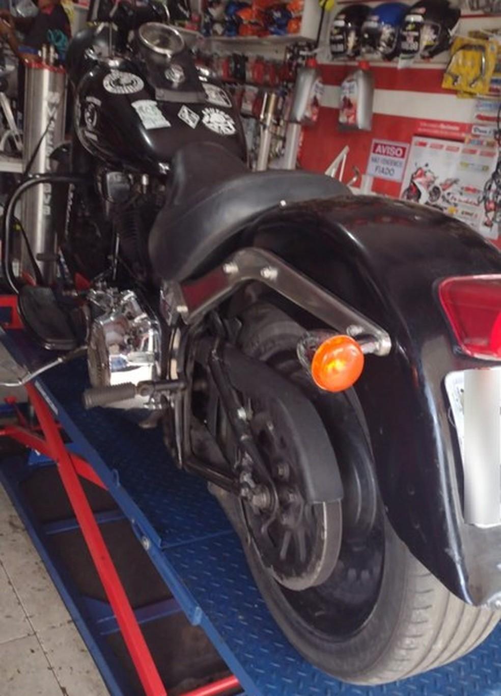 Moto da marca Harley-Davidson roubada foi encontrada em oficina em Natal — Foto: Divulgação