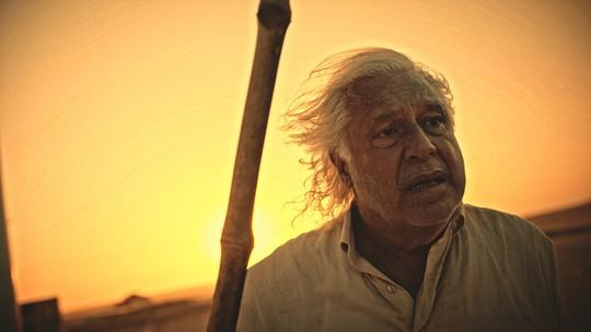 Como Afrânio, Antonio Fagundes tira a peruca e comove o público em sequência de 'Velho Chico'