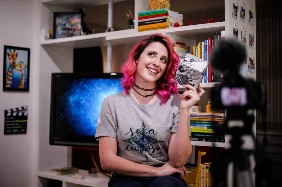A matemática Julia Jaccoud, de 24 anos, dona do canal Matemaníaca  (Foto: Estadão Conteúdo)