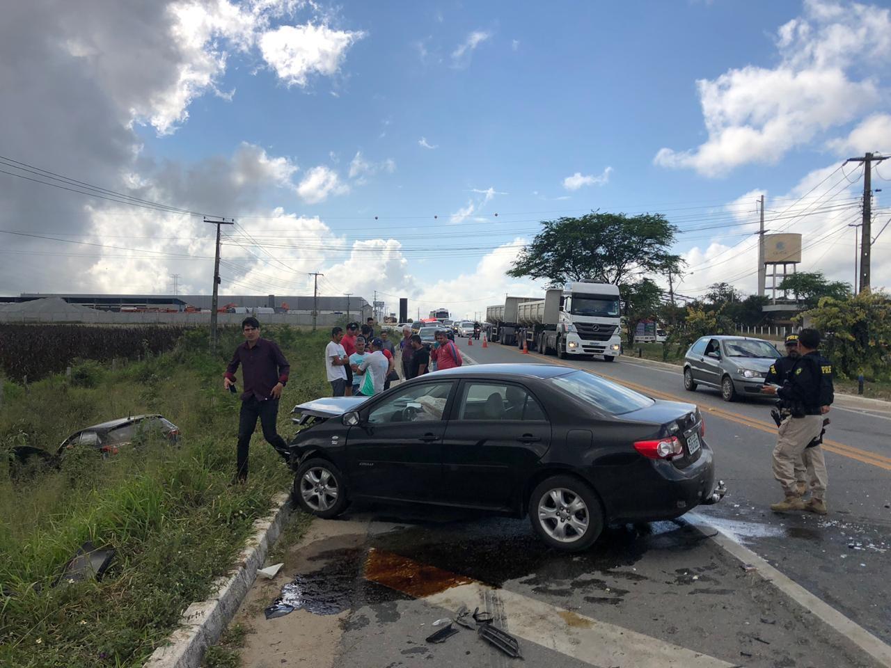 Acidente envolvendo dois carros é registrado na BR-230, em Campina Grande - Notícias - Plantão Diário