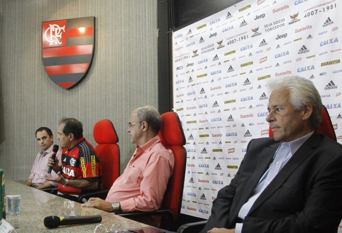 EXCLUSIVO: Sheik e Rodrigo Caetano não acreditam na saída de Muricy por conta das viagens