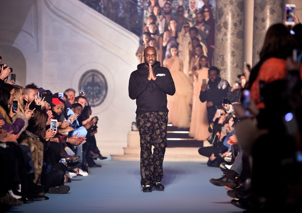PARIS, FRANCE - MARCH 01:  Fashion designer Virgil Abloh walks the runway during the Off-White show as part of the Paris Fashion Week Womenswear Fall/Winter 2018/2019 on March 1, 2018 in Paris, France.  (Photo by Francois Durand/Getty Images) (Foto: Getty Images)