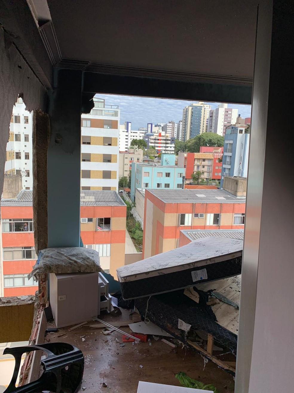 As paredes do apartamento, que explodiu, desabaram com o impacto — Foto: Arquivo Pessoal