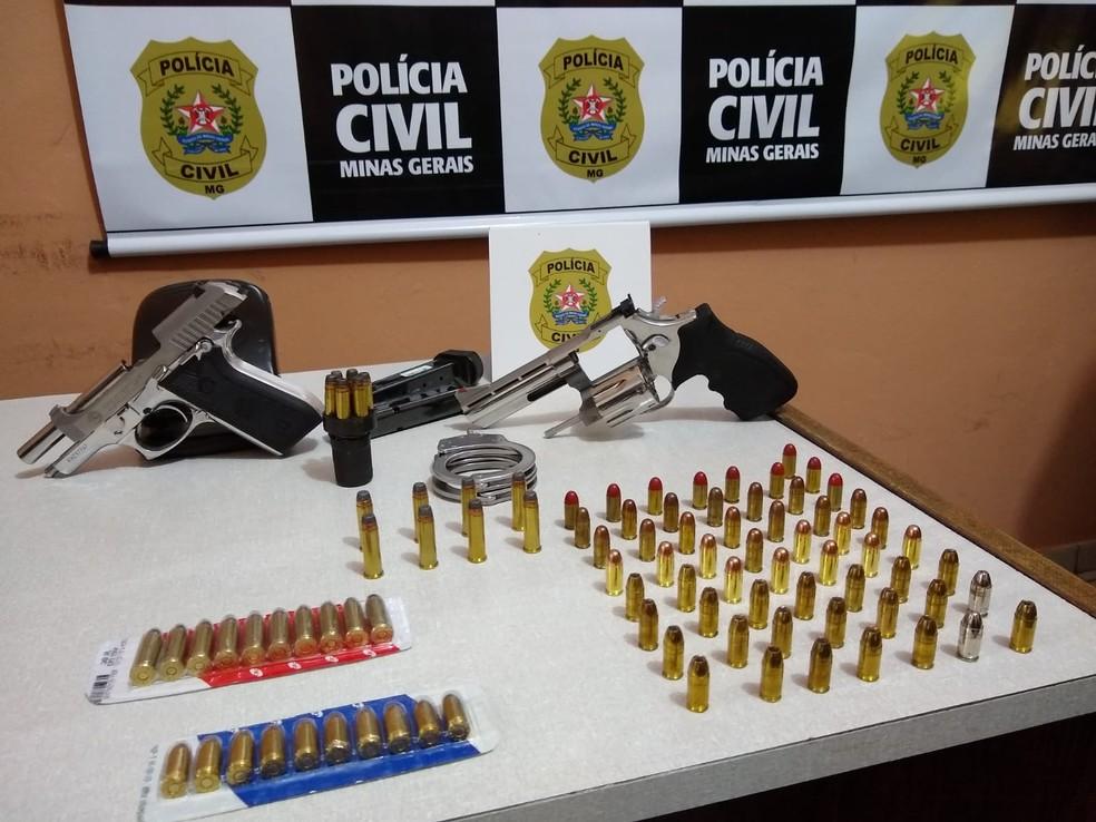 Polícia apreendeu armas e munições — Foto: Polícia Civil/Divulgação
