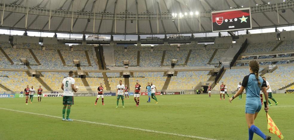 Flamengo venceu a Portuguesa no último jogo antes da paralisação — Foto: André Durão