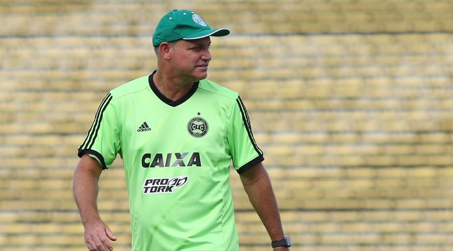 Forner critica ansiedade e pontaria do Coritiba: