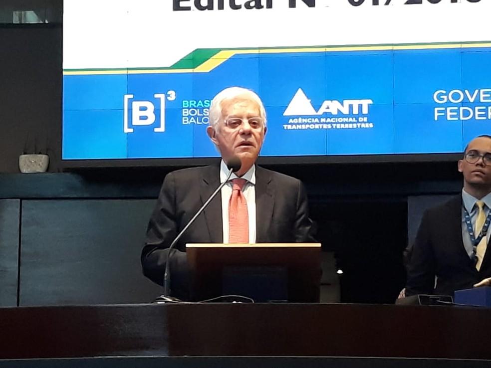 O ministro Moreira Franco fala aos presentes antes do início do leilão — Foto: Tais Laporta/G1