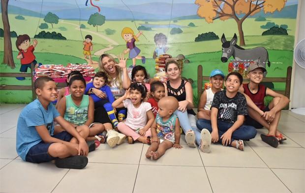 Carla Perez visita pacientes com câncer (Foto: Felipe Souto Maior/BrazilNews)