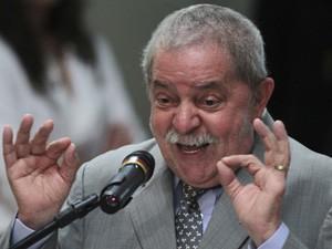 Lula em discurso no Fórum de Desenvolvimento Social, em Brasília (Foto: Ueslei Marcelino / Reuters)