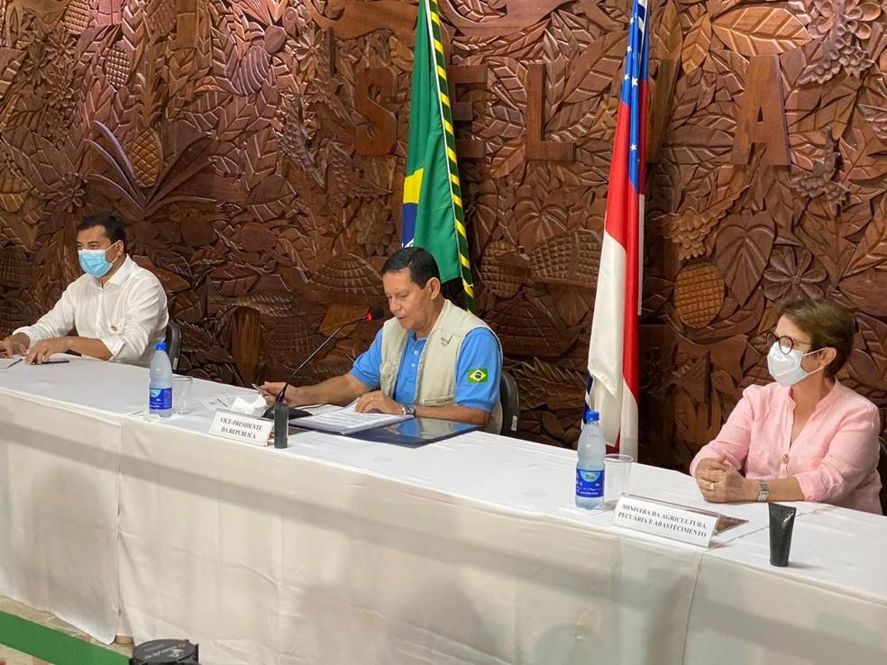 Hamilton Mourão concedeu entrevista coletiva nesta quinta-feira (5), em Manaus. — Foto: Carolina Diniz/G1 AM
