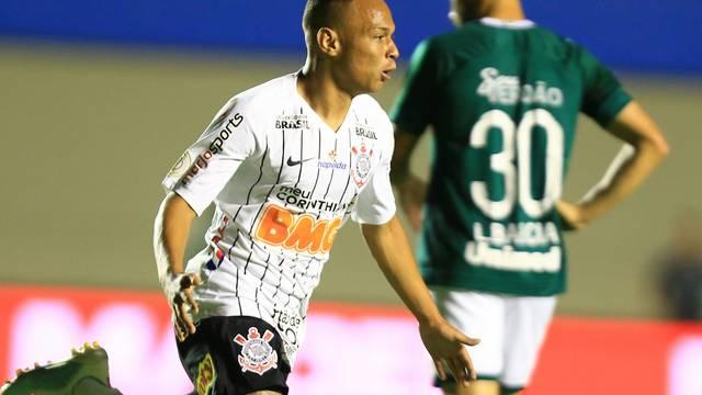 Janderson comemora gol do Corinthians sobre o Goiás