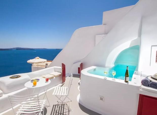 A Grécia é um dos destinos mais desejados devido à paisagem natural de suas praias (Foto: Airbnb/ Reprodução)